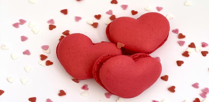 heart-shaped-macaroons-01