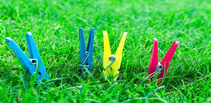 background-blue-close-up-clothes-pegs